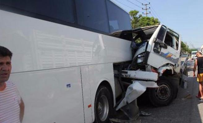 Bursa'da freni boşalan kamyonet kaza yaptı!