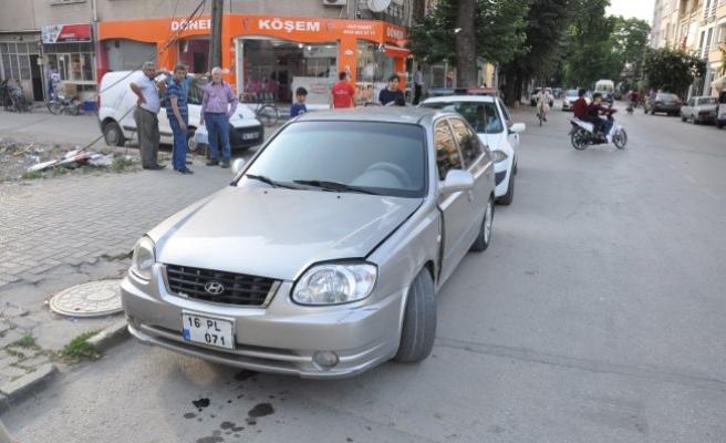 Bursa'da kaza anı kamerada! Bisikletli yaşlı adama...
