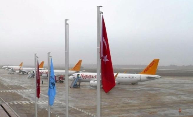 Pistte çukur oluştu! Uçaklar Bursa'ya indi!