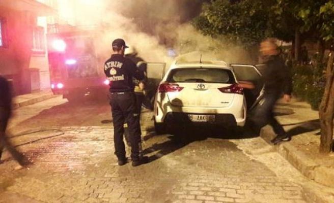 Kendini arayan polisin otomobilini kundakladı!