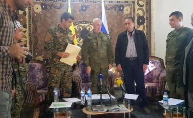 YPG sözcüsü ve Rus komutan bir arada!