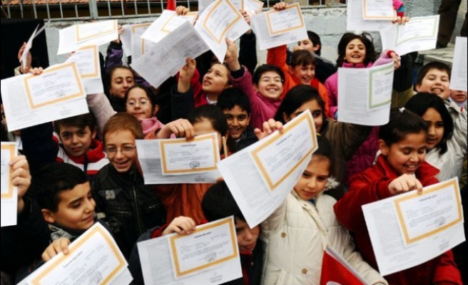 Yarıyıl tatili başladı! 18 milyon öğrenci karnelerini aldı