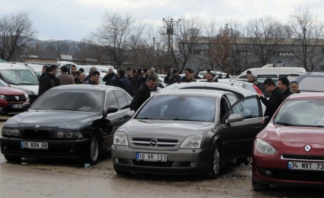 Bursa'da ikinci el oto pazarında bahar şenliği erken başladı