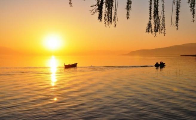 Bursa'da güneşin suya kavuştuğu an büyüledi