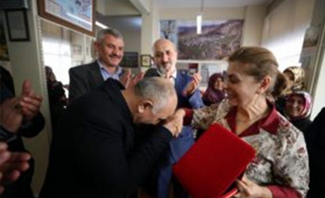İlk öğrencileriyle 42 yıl sonra Bursa'da buluştu!