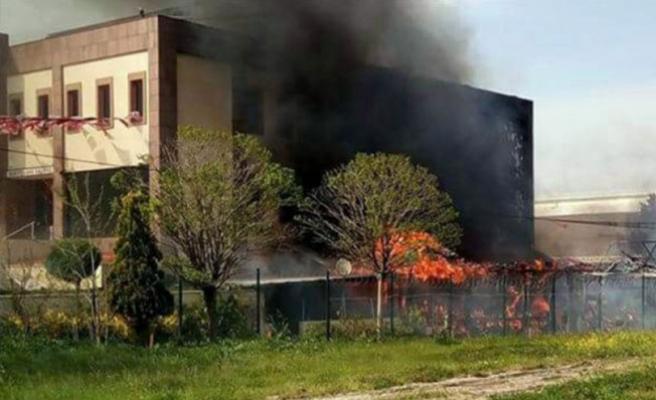 Bursa'da korkutan yangın! İtfaiye aracı da alev aldı!