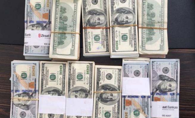 FETÖ'cünün evinden 90 bin dolar çıktı