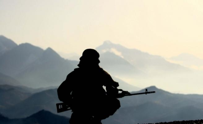 Fransa'da zorunlu askerlik geliyor... Kadınlar da askere...
