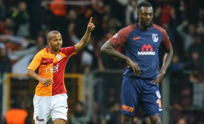 Galatasaray'dan zirveye iki pençe
