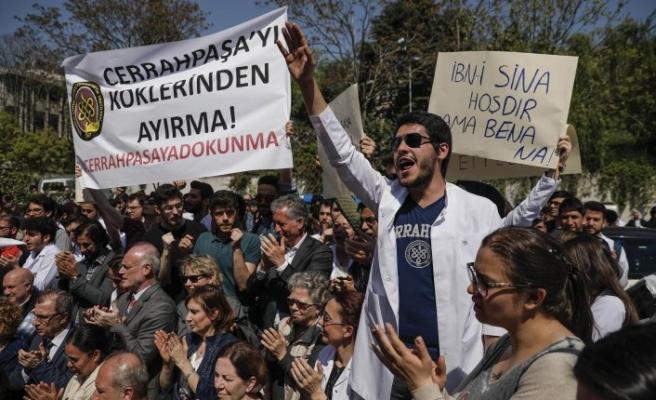 """İstanbul Üniversitesi'nde """"bölünme"""" protestosu"""