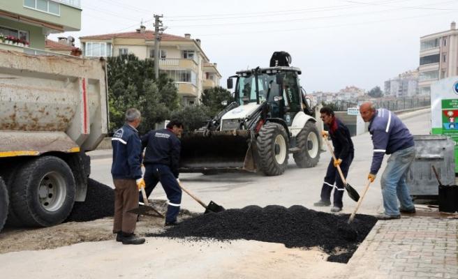 Mudanya'da bozuk yollar asfaltlanıyor