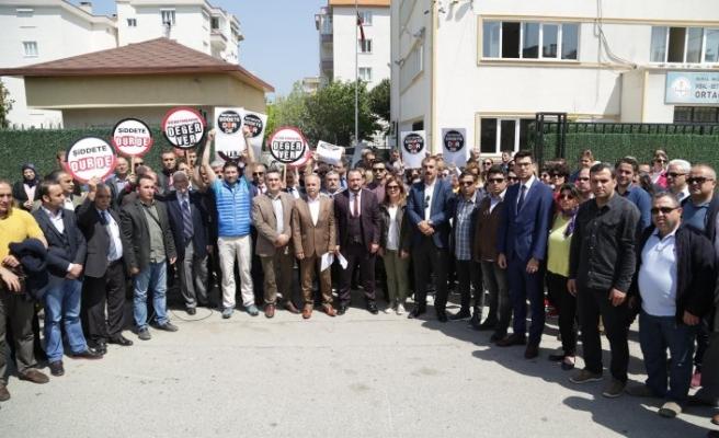 Öğretmene yapılan saldırıya Bursa'da büyük tepki