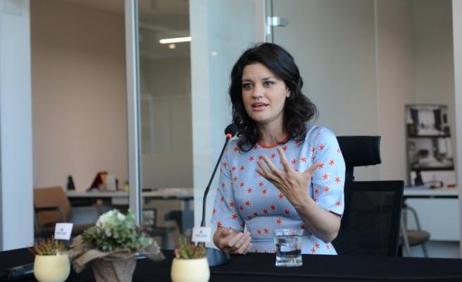 Başarılı sunucu Oylum Talu, DownTown'da Bursalı annelerle buluştu