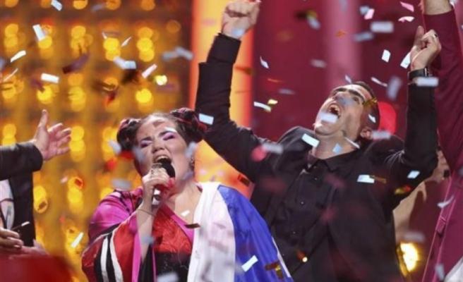 Eurovision'da kazanan belli oldu... Geceye sahneye çıkan protestocu damga vurdu!