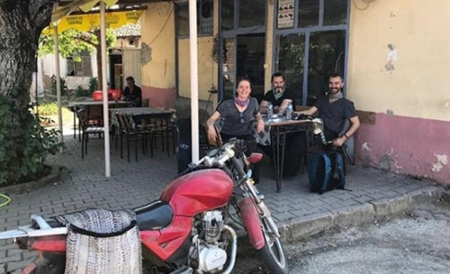 Ünlü oyuncu ve eşi motosiklet kazası geçirdi