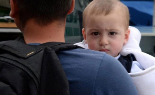 En acı veda! Şehidin naaşını 1 yaşındaki oğlu karşıladı...