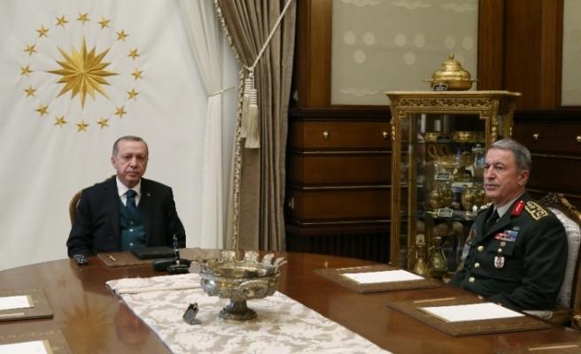 Cumhurbaşkanı Erdoğan Orgeneral Akar ile buluştu