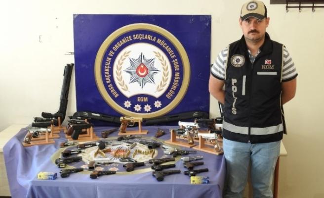 Kaçak silah operasyonunda gözaltına alınan şahıslar hakim karşısında