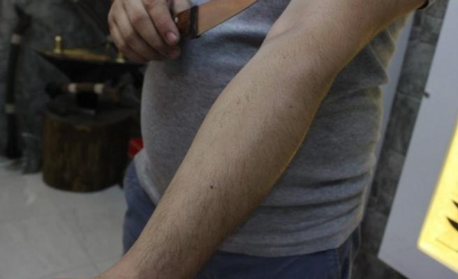 Bursa'da bayram bereketi! Bursa bıçaklarıyla tıraş bile yapılıyor