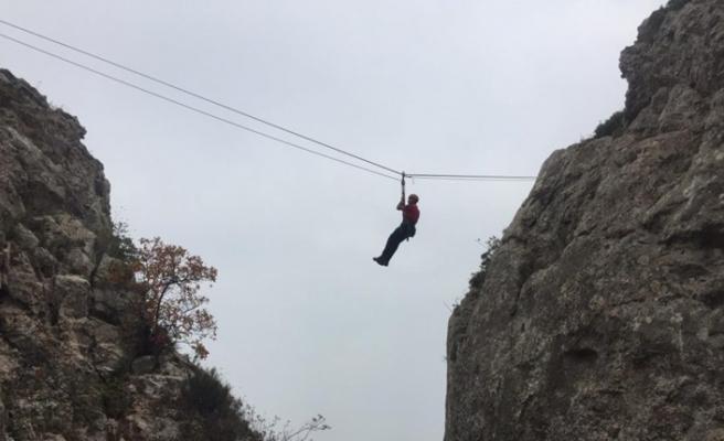 Bursa'da 300 metrelik kayalıklarda nefes kesen tatbikat