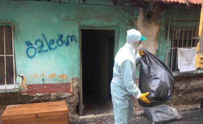 Bursa'da çöp eve baskın düzenleyen ekipler neye uğradıklarını şaşırdı