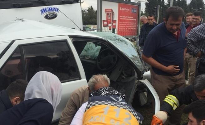 Bursa'da feci kaza! Kamyon otomobili biçti!
