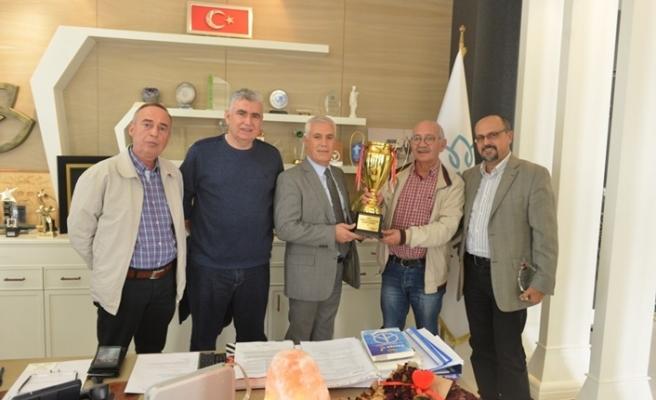 Bursa Nilüfer Belediye Briç Spor Kulübü kupayı Bozbey'e getirdi