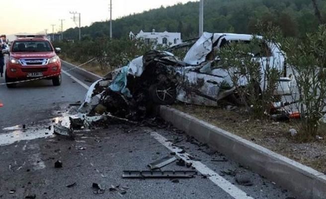 İşçi servisi ile otomobil çarpıştı! 2 ölü, 23 yaralı