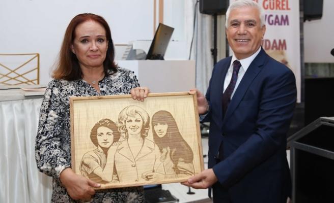 Müjde Ar, Bursa'da annesi Aysel Gürel'i anlattı