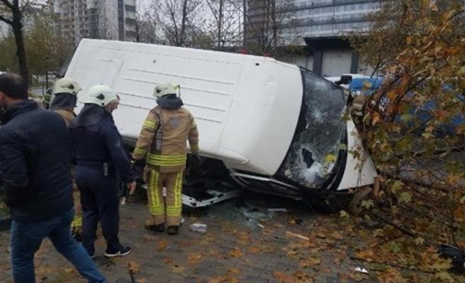 Servis minibüsü devrildi:14 yaralı