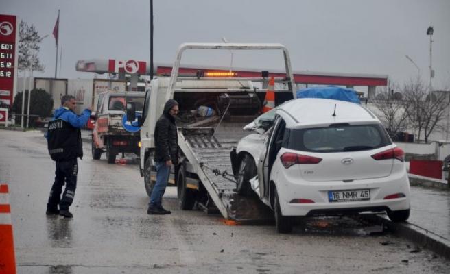 Bursa'da TIR otomobili biçti