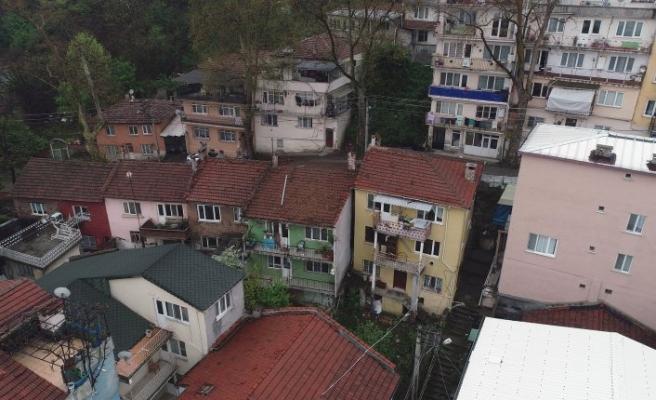 Bursa'da heyelan bir mahalleyi sokakta bıraktı