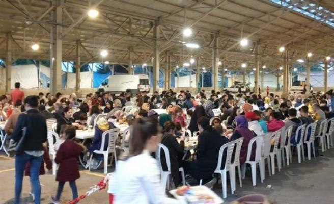 500 öğrenci her iftar bu sofrada buluşuyor