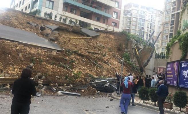 Başakşehir'de istinat duvarı çöktü: 1 ölü