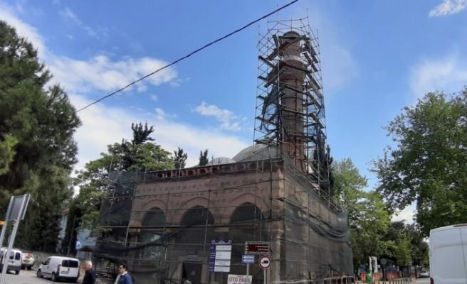 Bursa'da 597 yıllık cami çürümeye terk edildi