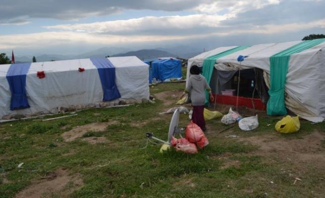 Bursa'da zorlu hayat! 7 çadırda...