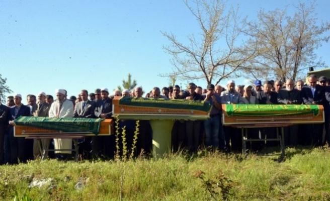 Gölette boğulan 3 çocuk yan yana defnedildi