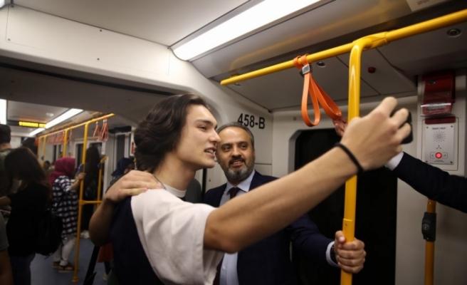 Başkan Aktaş metroya bindi, vatandaşı dinledi!