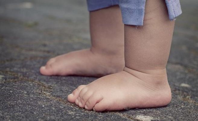 Aileler dikkat: 2 yaşına kadar ayakkabı giydirmeyin
