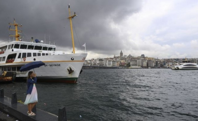 İstanbul'a sağanak yağmur sürprizi! Hayatı olumsuz etkiledi