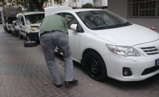 Araçlarının yanına giden vatandaş şoku yaşadı! Park halindeki 10 aracın...