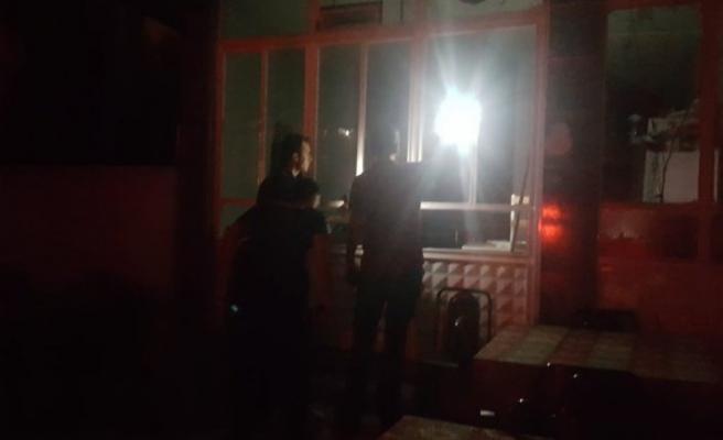 Bursa'dakıraathaneye taşlı sopalı saldırı