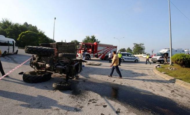 Fındık işçilerini taşıyan traktör devrildi: 14 yaralı
