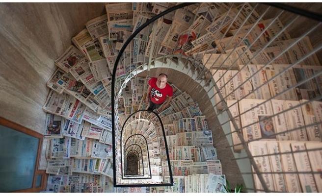 40 yıl boyunca gazete biriktirdi! Dünya rekoru kırdı