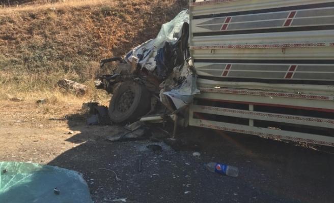 Bursa'da korkunç kaza! Kamyon ile kamyonet çarpıştı