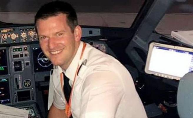 Pilot geç kaldı uçağı yolcu uçurdu