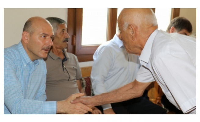 Bakan Soylu, sivil şehit yakınları ile bir araya geldi