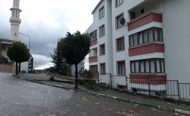 Bursa'da otomobil bina boşluğuna uçtu