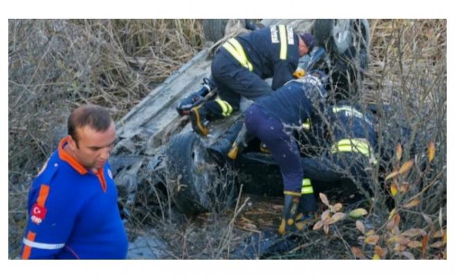 Dere kenarına inen işçiler fark etti! Bir ailenin yok olduğu kaza...