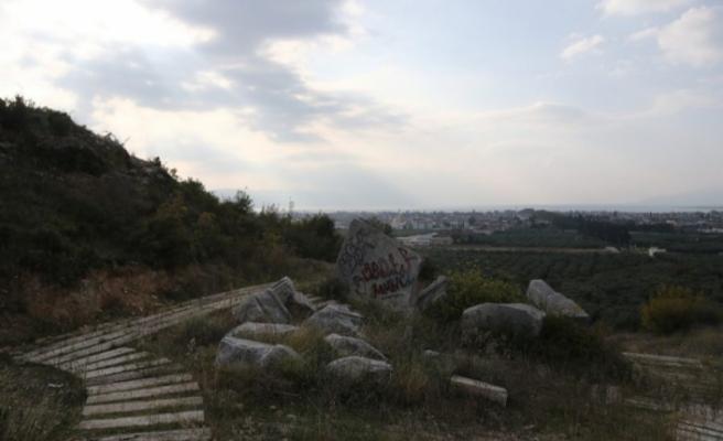 Bursa'da tarihin üstüne yazılar yazdılar! 2200 yıllık kral mezarının hali içler acısı...